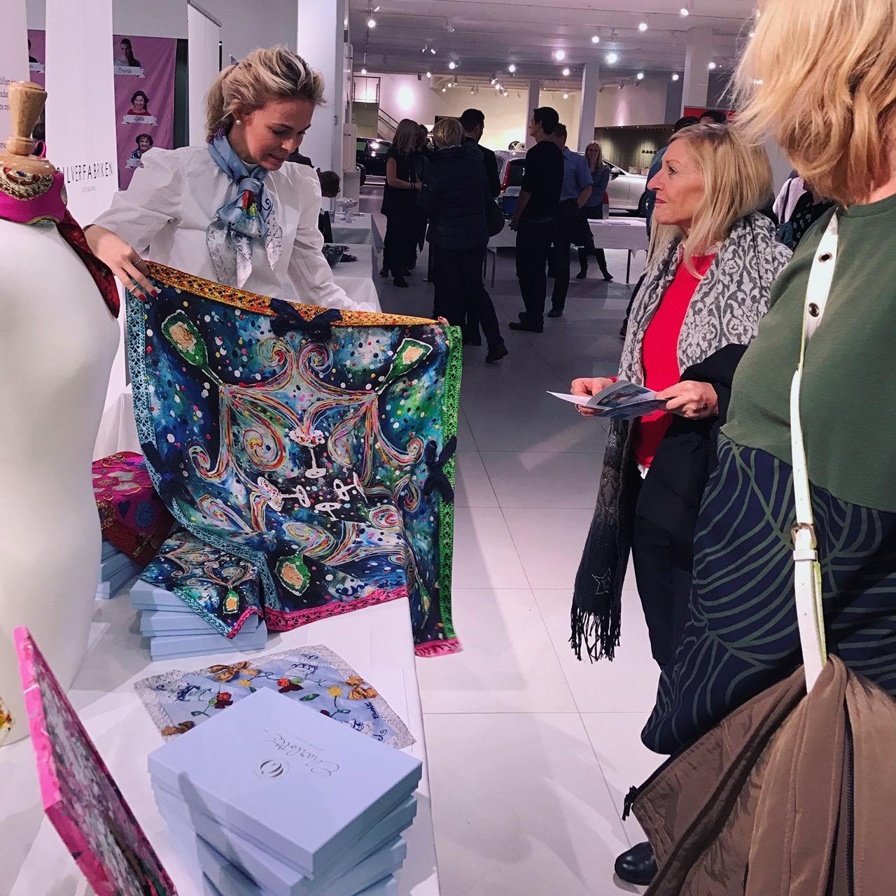 Charlotte_Olsson_Art_Design_Artist_Konst_Formgivning_silk_siden_scarf_pocketsquare_painting_sculpture_swedishart_event_charity_svenskdesign